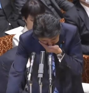 japanese prime minister cover cough with hand